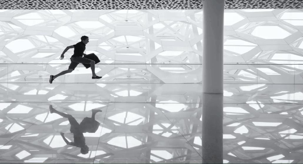 Homem correndo preto e branco